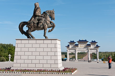 100926 Mausoleum of Chinggis Khan, Ordos-02.jpg
