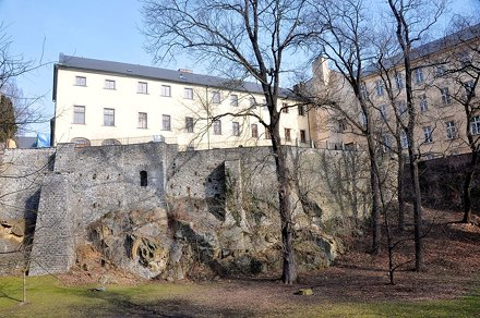 Olmuetz, Spaziergang unterhalb der Stadtbefestigung