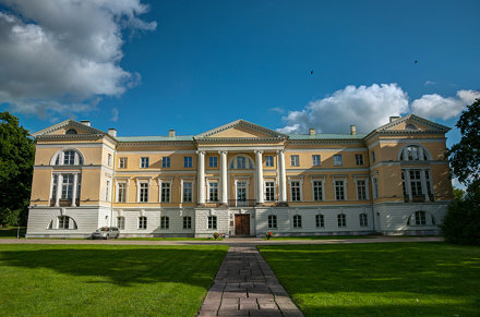 HDR, Latvia, Lens Nikon 16-85mm f-3.5-5.6G ED VR DX AF-S Nikkor, Mezotne Castle.jpg