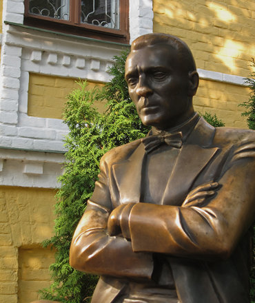 Statue Of Mikhail Bulgakov - Andrew's Descent, Kiev, Ukraine