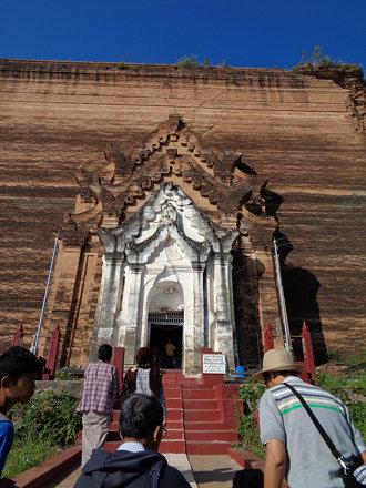 Entrance to the Mingun Temple