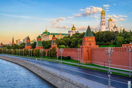 Московский кремль. Река Москва. Большой каменный мост.