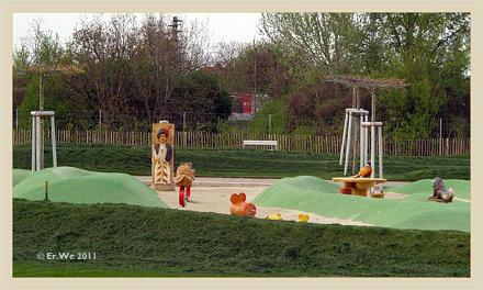 Wien Schloss Neugebaeude - noerdlicher garten, kinderspielplatz 2011-04