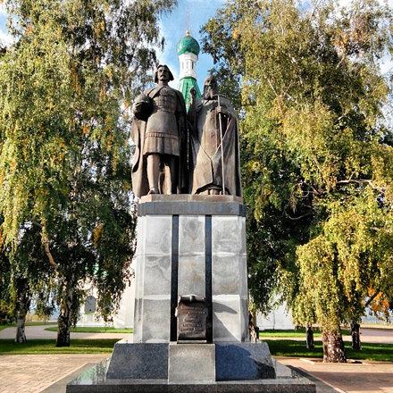 #monument to the founders of Nizhny Novgorod #нн #nn #nnov #instatravel #instatrip #russia #travel #