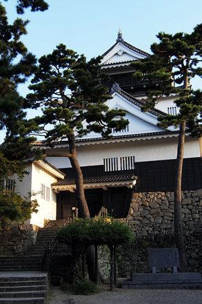 100919_061540_岡崎城