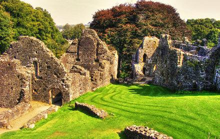 Okehampton Castle01