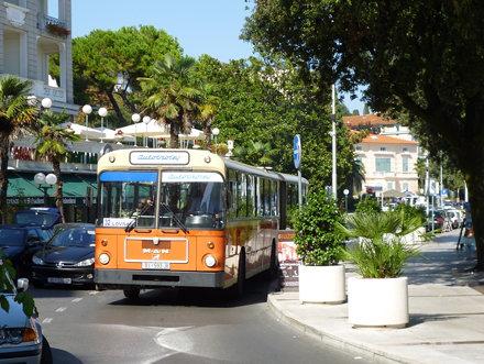 Autotrolej 535 (RI-593-JE), ulica Marsala Tita, Opatija, 25/08/11.