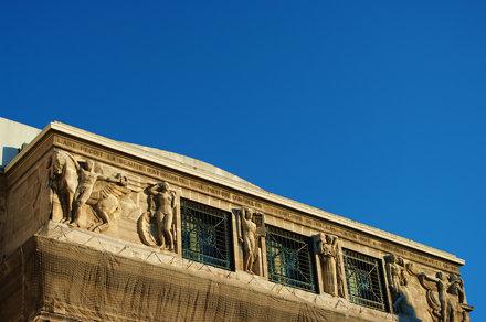 Marseille le devise au fronton de l'Opéra