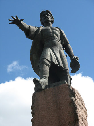 Памятник на Покровской горе воеводе Андрею Дубенскому (казаку-первопроходцу, основателю Красноярског