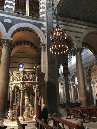 Pulpit by Giovanni Pisano, Cattedrale di Santa Maria Assunta, Pisa, Italy.