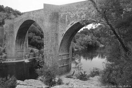 Le Jour ni l'Heure 1907 : pont de Saint-Étienne d'Issensac, XIVe s., sur l'Hérault, Brissac, Hérault
