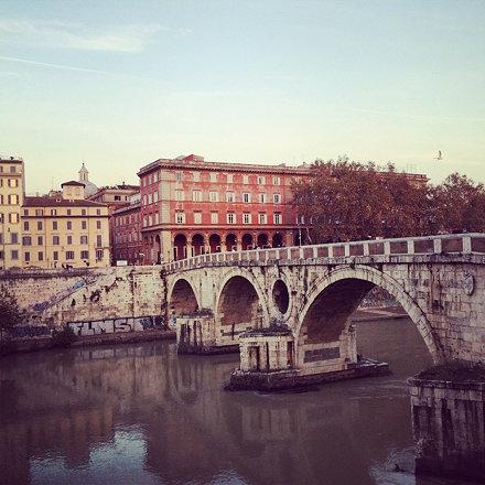 Quasi tramonto, Ponte Sisto. #valigiaaduepiazze #travelphotography #streetphotography #cityview #via