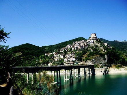 Castel di Tora 2