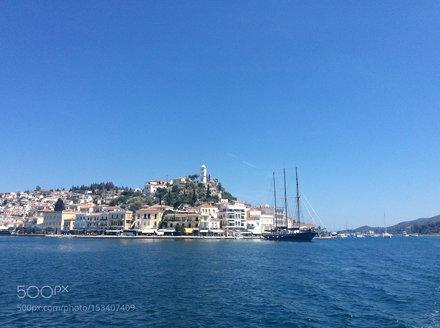 Проходя мимо острова Порос в Греции, май-2016