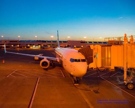 Sunrise Hits #IFlyAlaska 737-900ER In @FlyPDX Slot