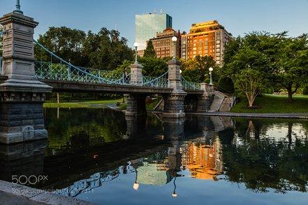 MA-BOSTON-PUBLIC GARDEN-FOOTBRIDGE
