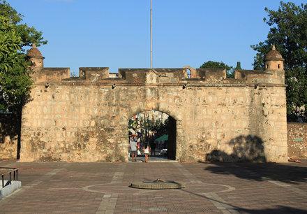 Santo Domingo: Puerta del Conde