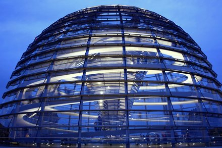Thank you for more than 100,000 clicks on that photo!  Dome of the Reichstag building - La cúpula de
