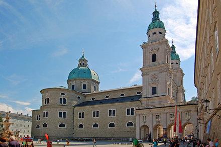 Salzburg - Altstadt (43) - Dom (vom Residenzplatz aus gesehen)