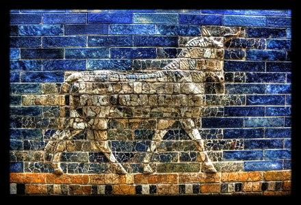 Berlin - Pergamonmuseum - Stierreliefs am Ishtar Tor