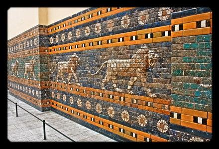 Berlin - Pergamonmuseum - Löwen Reliefs der Prozessionsstraße 01