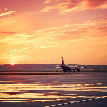 Alone on the sunrise // #svo #sheremetyevo #ilovesvo #aeroflot #airbus #a320 #шереметьево #аэрофлот