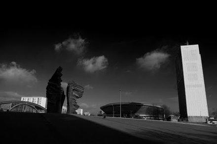 Spodek na tle pomnika powstańców śląskich