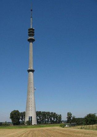 Sint-Pieters-Leeuw Tower