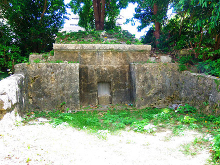 #6366 traditional Okinawan tomb (墓)