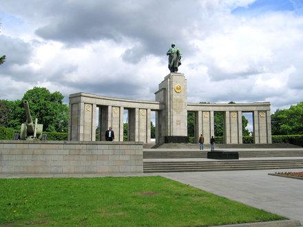 Sowjetisches Ehrenmal (Soviet War Memorial)