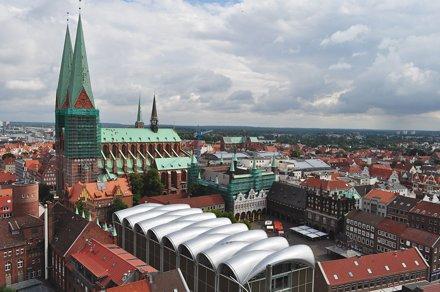 Marienkirche et Rathaus, Altstadt, Lübeck, Schleswig-Holstein, Allemagne.