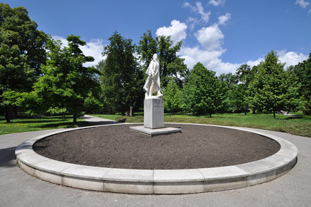 Statue to Janko Kráľ