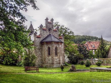 vor der Kirche in Stecklenberg