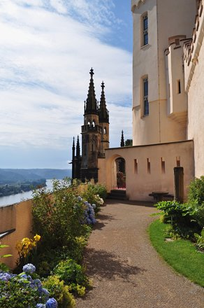 Terrasses du château de Stolzenfels (XIXe), Coblence, Rhénanie-Palatinat, Allemagne.