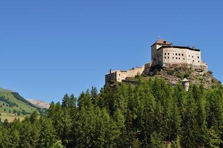 Château de Tarasp, commune de Scuol, Basse-Engadine, Canton des Grisons, Suisse.