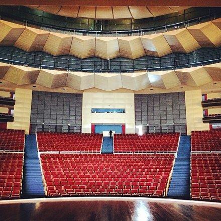 """Bom dia Teatro Positivo! Hoje tem Festival de Dança da Escola Umbrella """"O Banho"""". #gwfotog"""