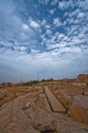 (692) der unvollendete Obelisk