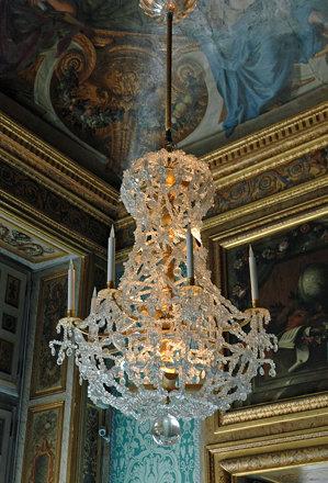 2010.08.22.085 VAUX-le-VICOMTE - Le château - Appartements - Cabinet de jeu- lustre