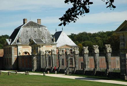 2010.08.22.202 VAUX-le-VICOMTE - Grille d'honneur - les termes