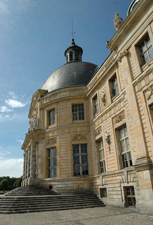 2010.08.22.147 VAUX-le-VICOMTE - façade coté jardin