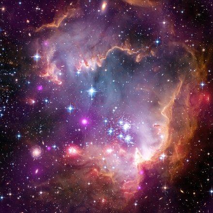 Under the Wing of a Dwarf Galaxy (NASA, Chandra, 04/03/13)
