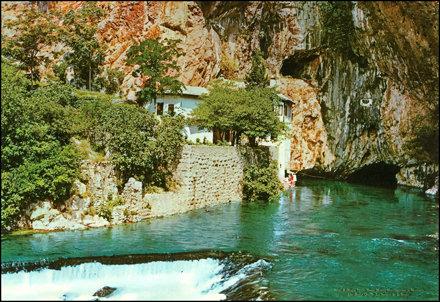 0047 R Blagaj Vrelo Bune Muzej Hercegovine u Mostaru Die Buna Quelle La Souice de la Buna Turistkome