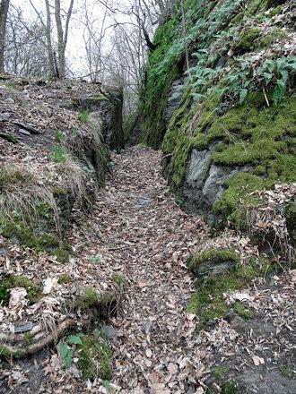 Burg Waldeck - Halsgraben zwischen Ober- und Unterburg