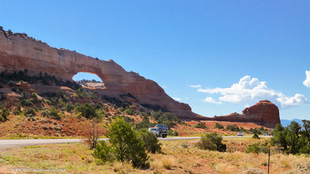 Canyonlands National Park: Wilson Arch along US Highway 191