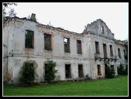 Palace Ruins In Włodowice