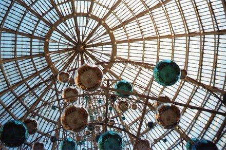 Palle di Natale nella Galleria Umberto I, Napoli